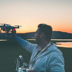 9 COISAS QUE VOCÊ PRECISA SABER ANTES DE PILOTAR UM DRONE PELA PRIMEIRA VEZ